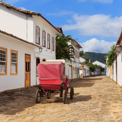 A red horse drawn cart in Paraty.