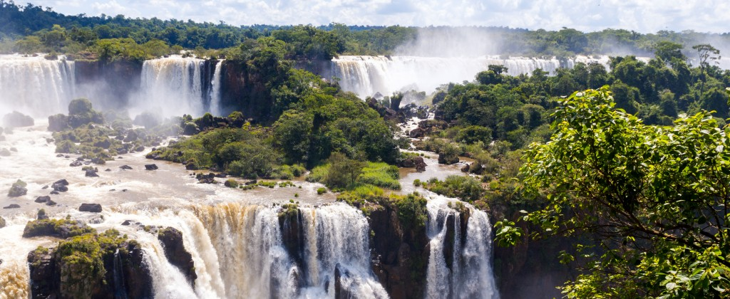 The beautiful and mighty falls of Iguaçu.