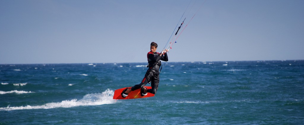 Kitesurfing, one of the most popular sports in Northeast Brazil.