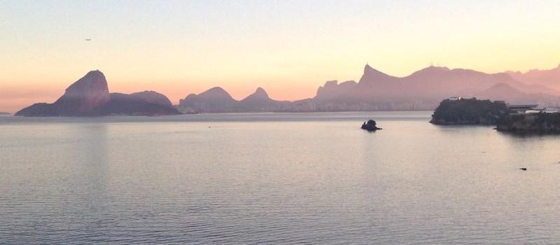 Sunset accross the bay of Rio de Janeiro.