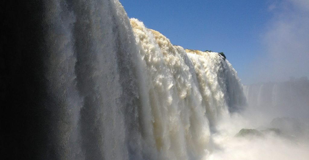 Iguaçu falls creates a huge wall of water.