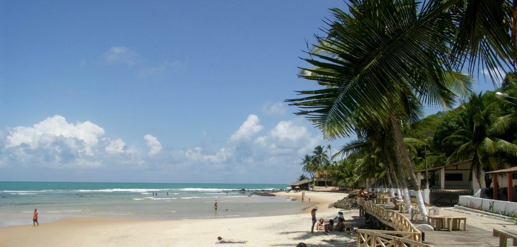 The uncrowded sunny Pipa beach.
