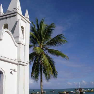 The church in front of the Praia do Forte beach.