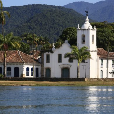 Church in Paraty sitting in front of the mountains.