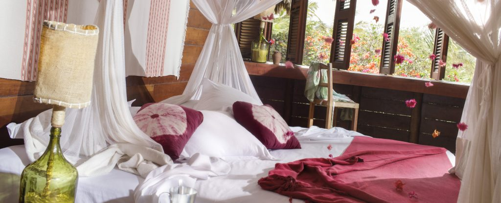 A luxury room from the Vila Kalongo hotel, ideal for couples.