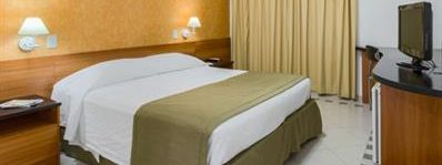 A double bed room in Golden Tulip of Cuiaba.