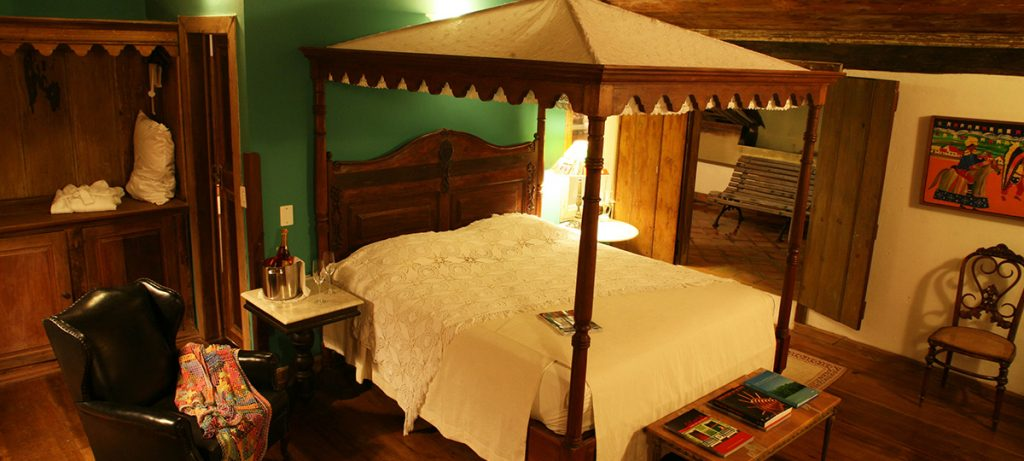 Pousada do Amparo, four poster bed.