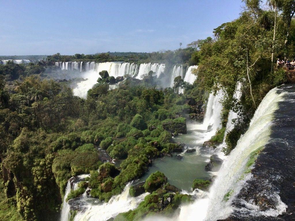 le-magnifique-rideau-des-chutes-argentines-iguacu