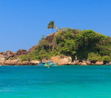 Long-range shot of Ilha Grande.