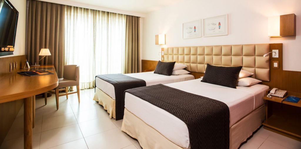 Double bedroom in hotel Luzeiros in São Luís.